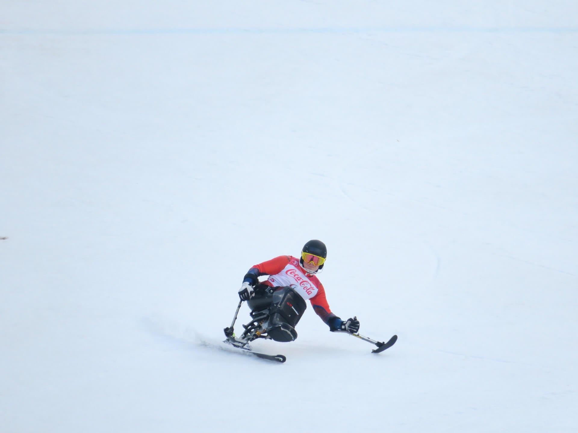 Sitzende Skifahrer im Ziu